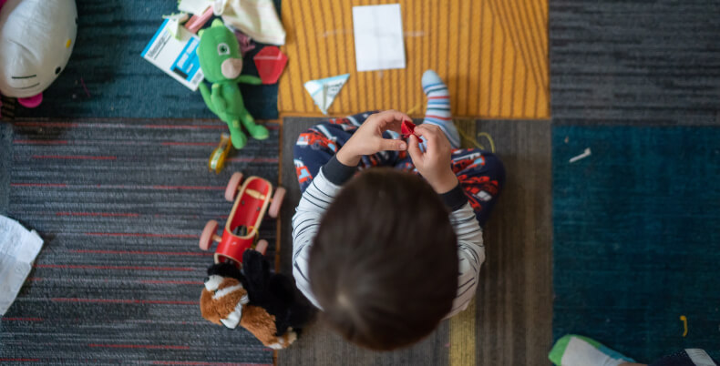 Mały pokój dla rodzeństwa - zabawki