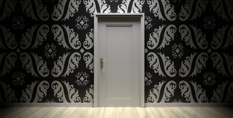 Stylowe mieszkanie - ciekawe drzwi