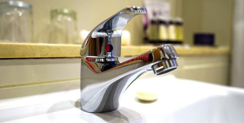 Mycie fug w łazience