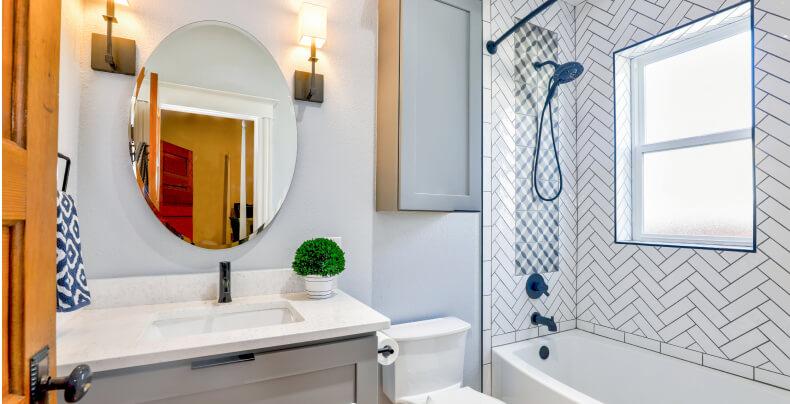 Małe mieszkanie w bloku - łazienka