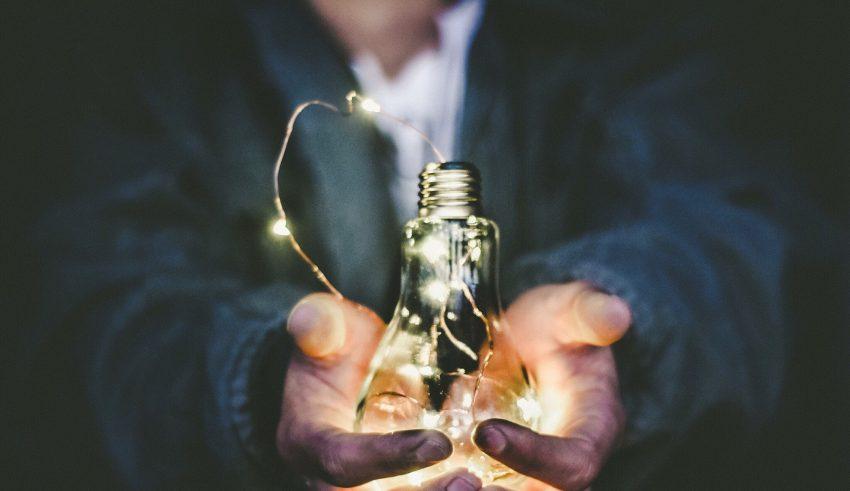 Prąd do firmy- na co zwracać uwagę przy wyborze sprzedawcy