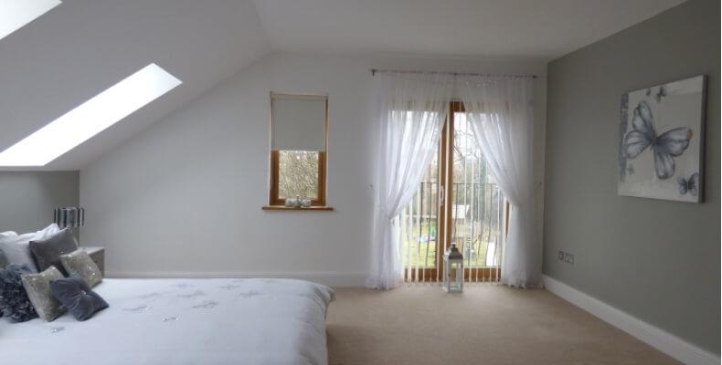 Jak urządzić pokój ze skosem - jakie kolory do sypialni ze skosami