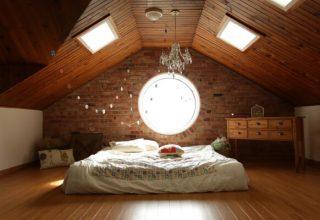 sypialnia ze skosem na poddaszu