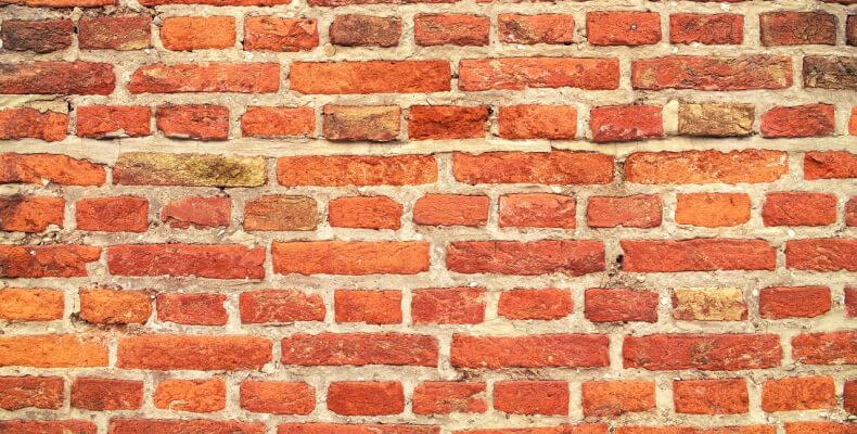 jak zrobić cyglaną ścianę w domu