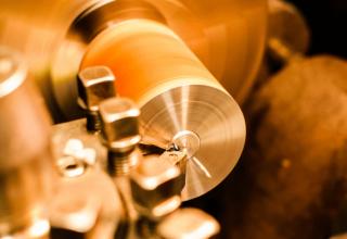 Czym jest i jak działa tokarka CNC do metalu