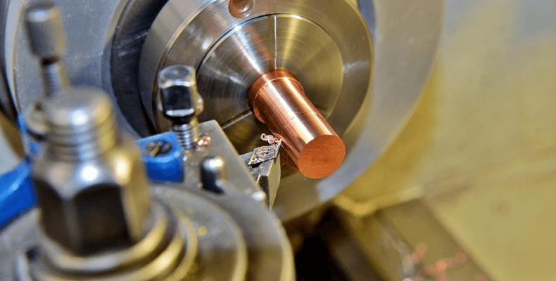 Przeznaczenie tokarek CNC do metalu
