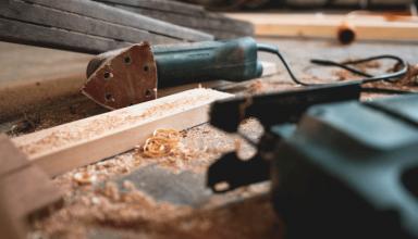 Wyrówniarka do drewna - czym jest i do czego się ją stosuje
