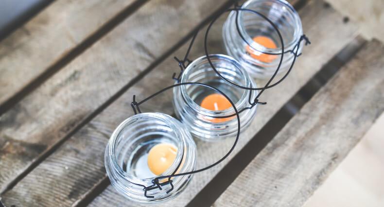 Świece w słoiku - sposób na świecznik diy