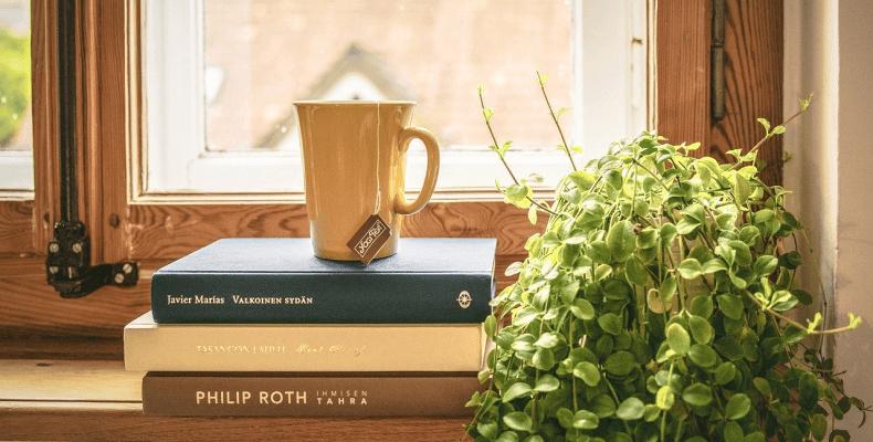 Aranżacja strychu- czytanie książek