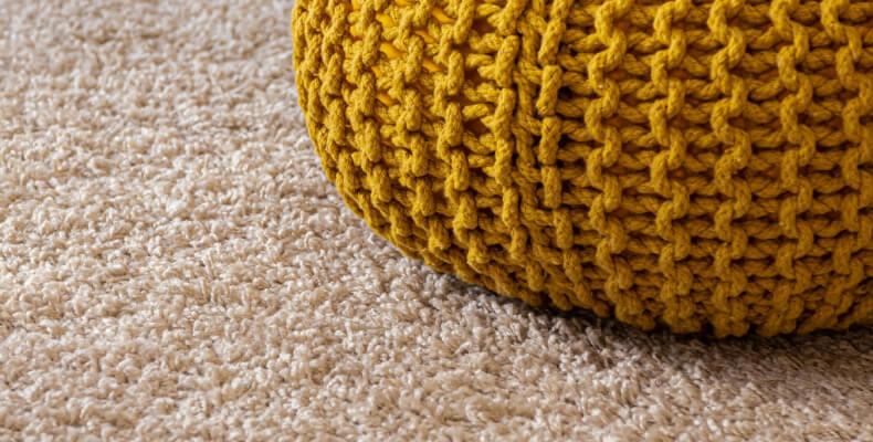 Materiały dywany