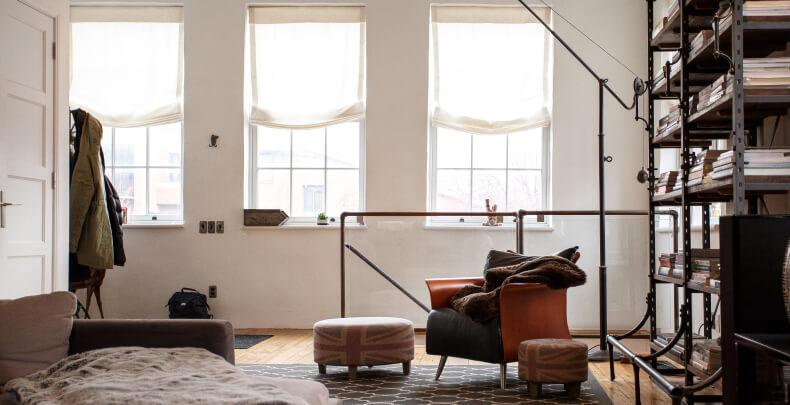 Styl loftowy w bloku - małe mieszkanie w stylu loft
