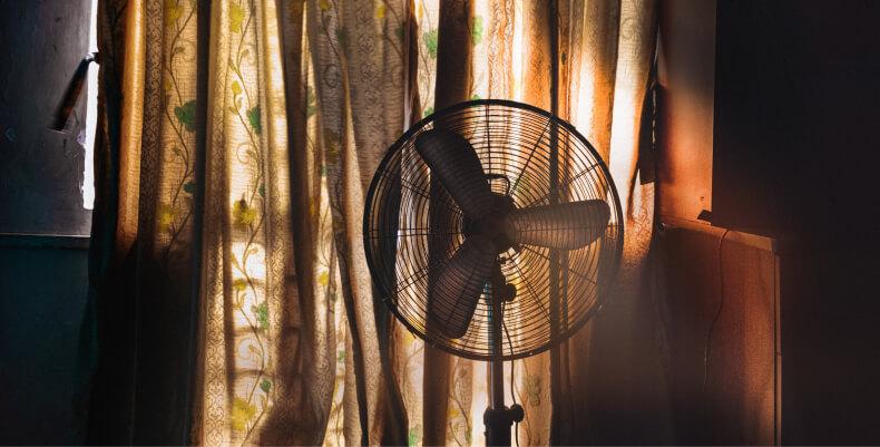 Sposoby na ochłodzenie mieszkania - wentylator