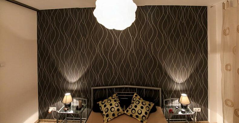 Subtelnie oświetlona sypialnia