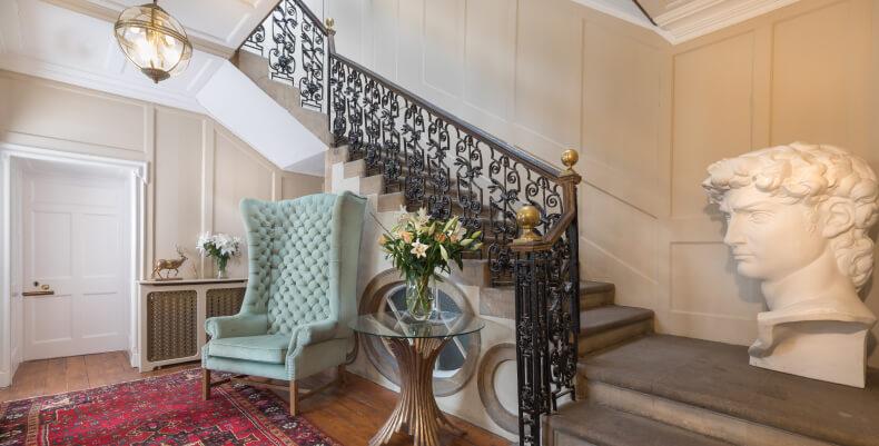Aranżacja klatki schodowej - dekoracje