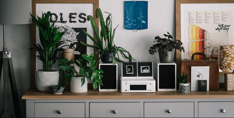 Biało-szare mieszkanie - dodatki
