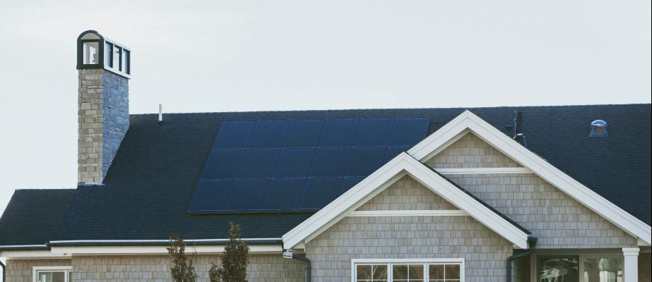 Jak oszczędzać prąd w domu? Fotowoltaika