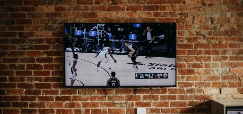 Ściana telewizyjna w stylu loftowym i industrialnym - ściana tv